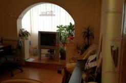 vanzare apartament 3 camere Teiul Doamnei stradal